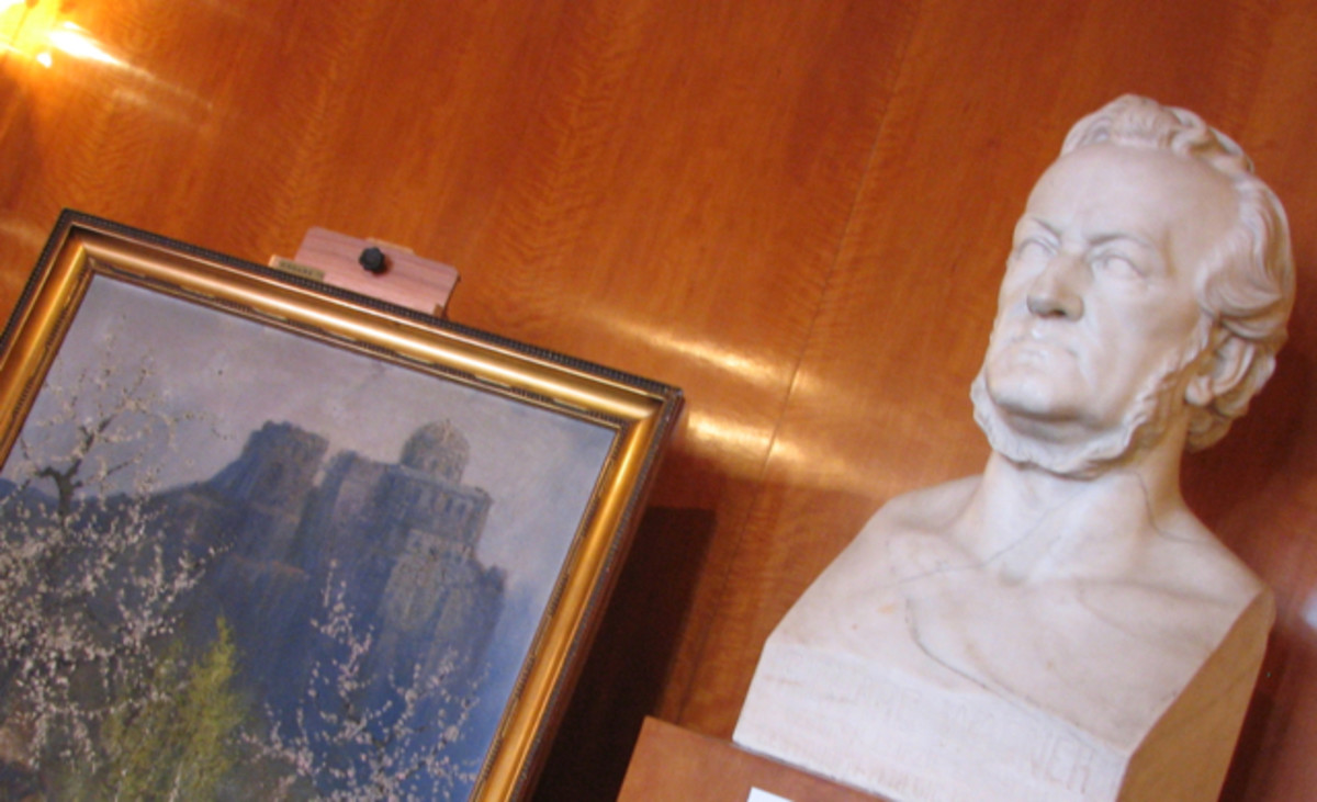 The bust of Wagner, foyer of the Leipzig Opera.