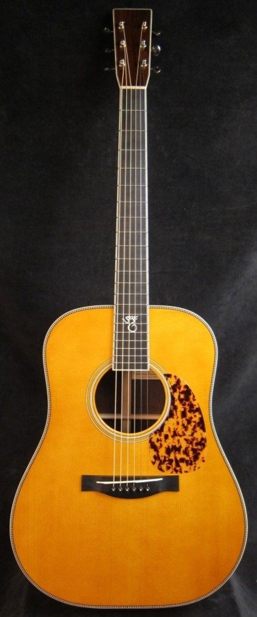 The Guitar pictured as the frontal view photo for this beauty is not the same exact instrument as the photo showing the rear view. Same Santa Cruz 1934 D Brazilian Rosewood guitars, but not the EXACT front and back from a single instrument.
