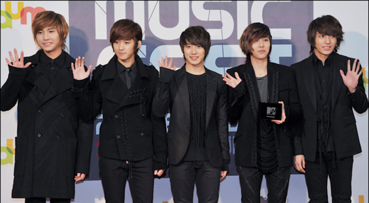The members of F.T. Island.