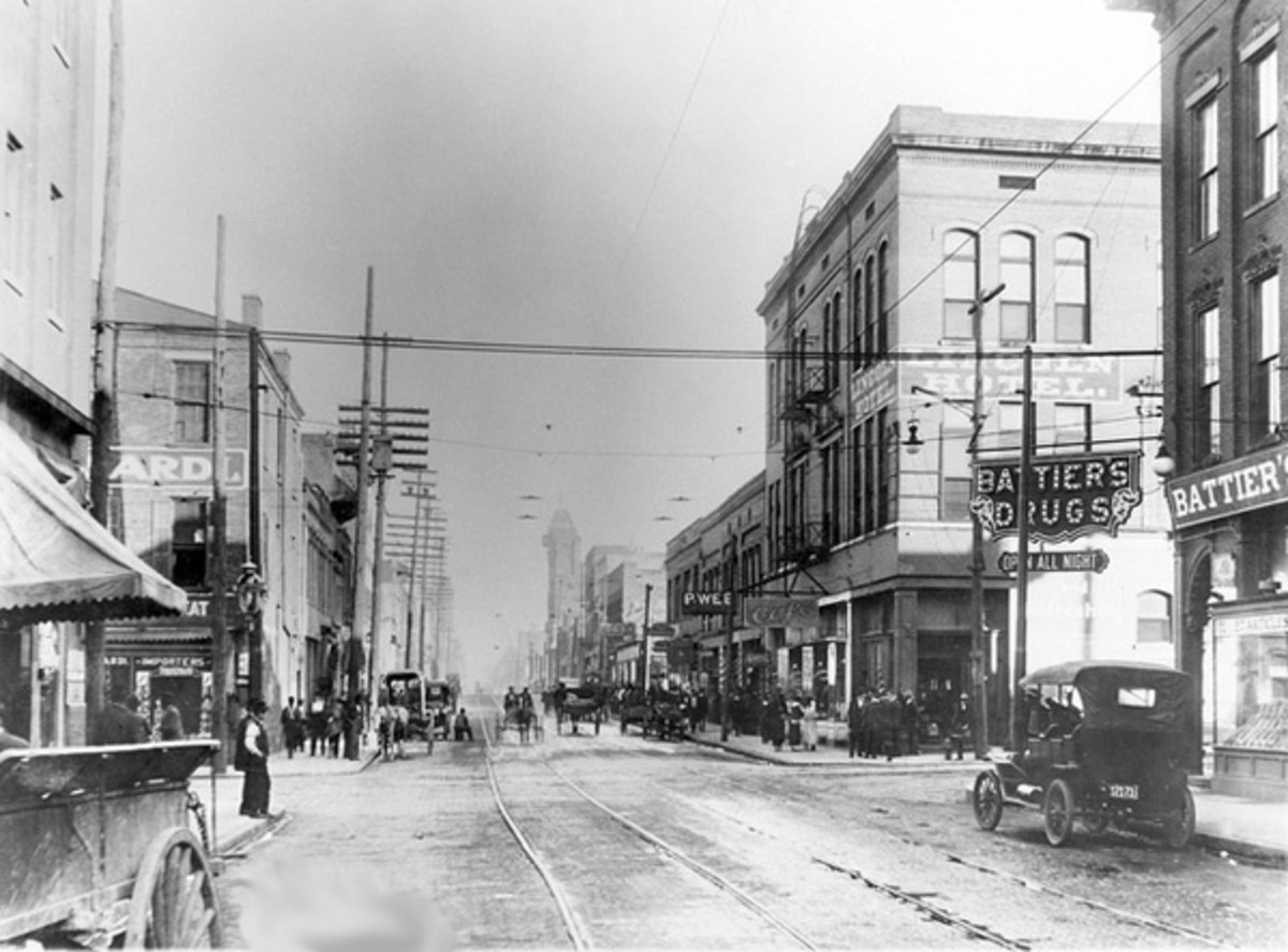 """A 1906 Pee Wee's Saloon is shown in the middle of this photo.  Pee Wee's is where W. C. Handy penned his first blues song, """"Mr. Crump Blues"""",  which became famous as """"The Memphis Blues""""."""