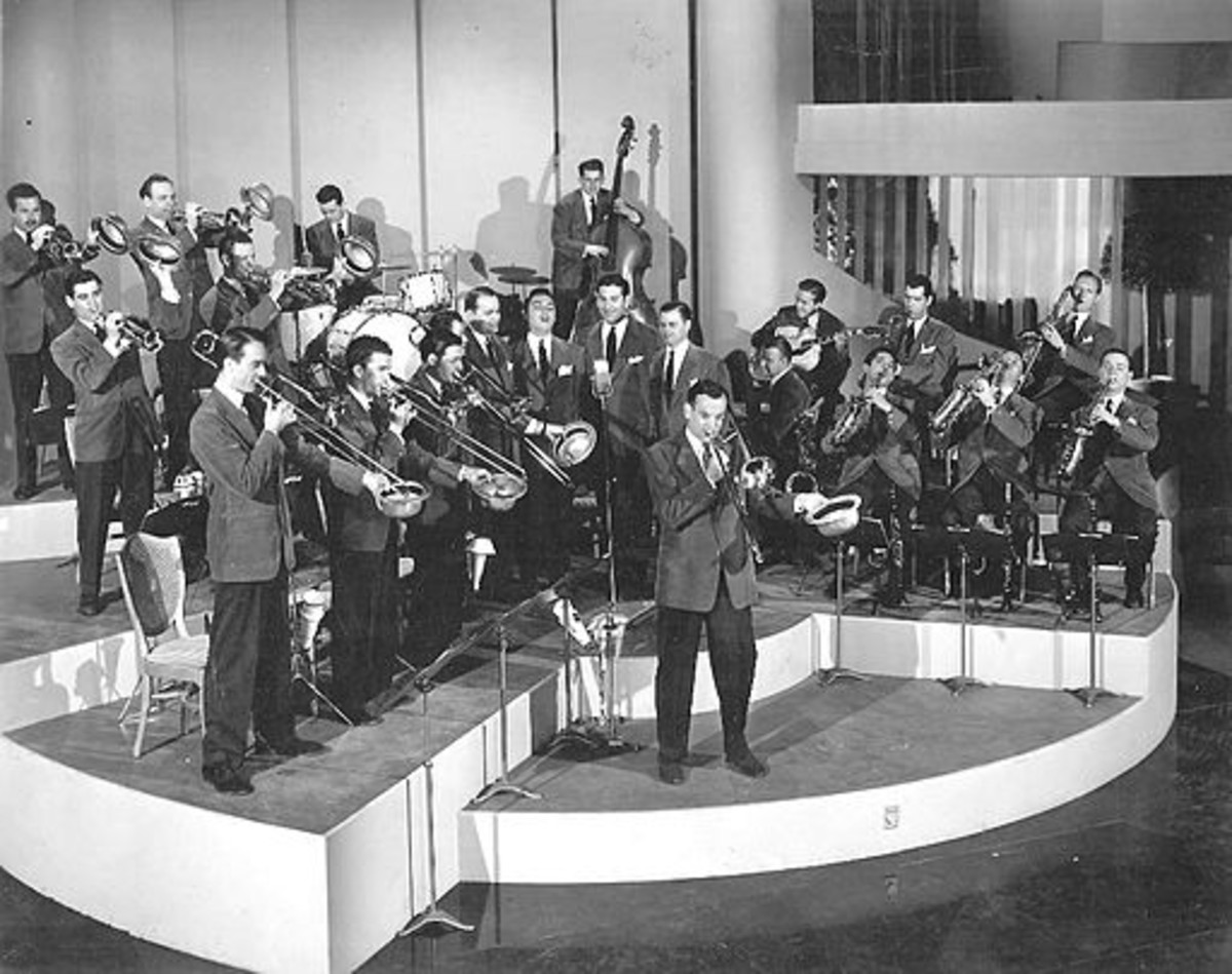 A photo of The Glenn Miller Orchestra taken between 1940 and 1941