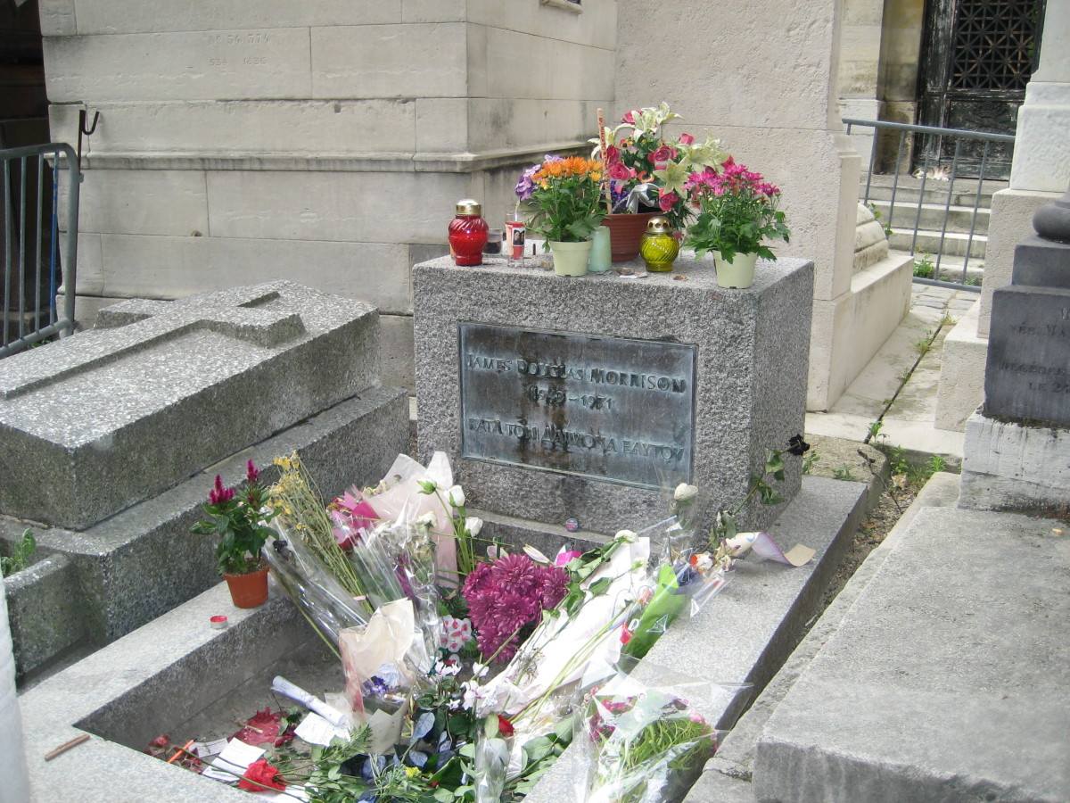 pere-lachaise-jim-morrison-and-chopin