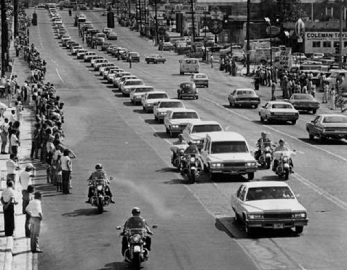 Elvis funeral motorcade
