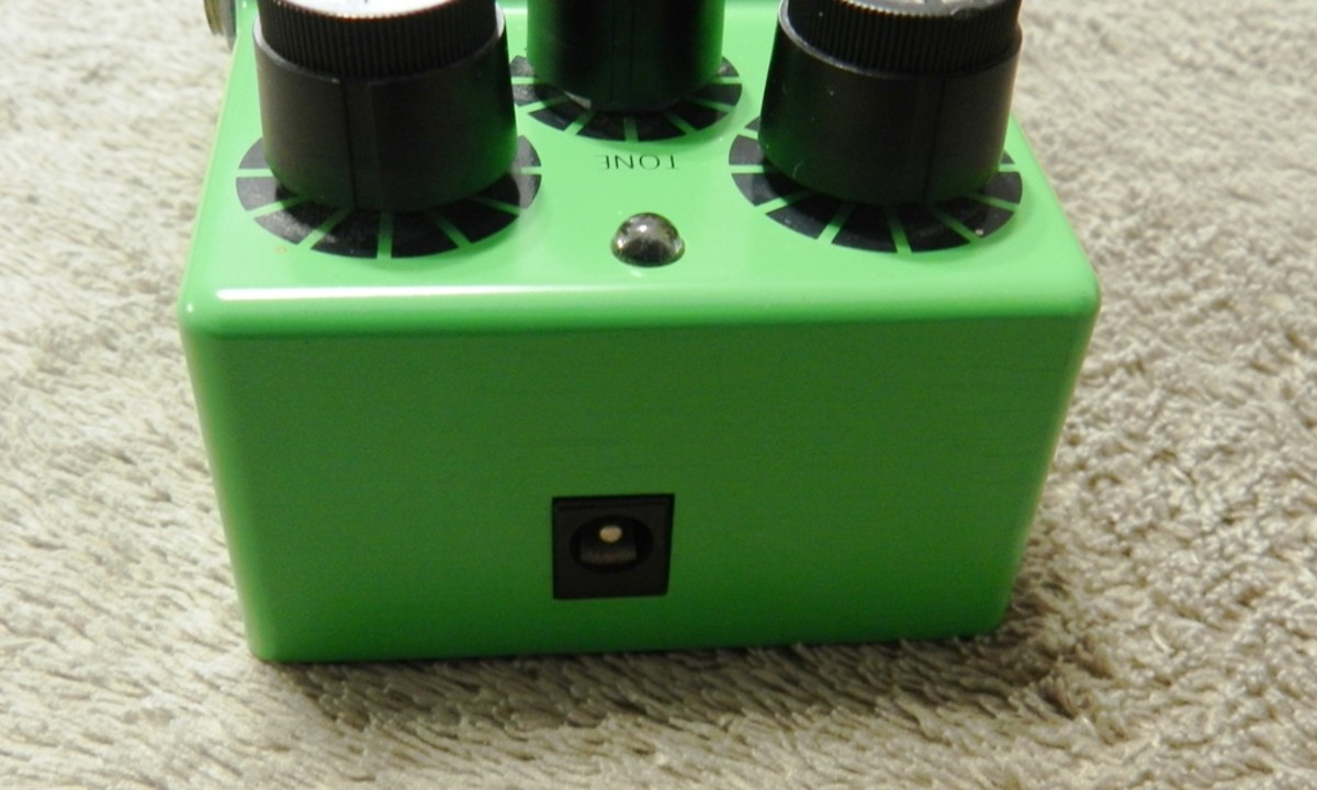 The Tube Screamer TS9 runs off a 9-volt battery, but also gives you the option of plugging into a power source.