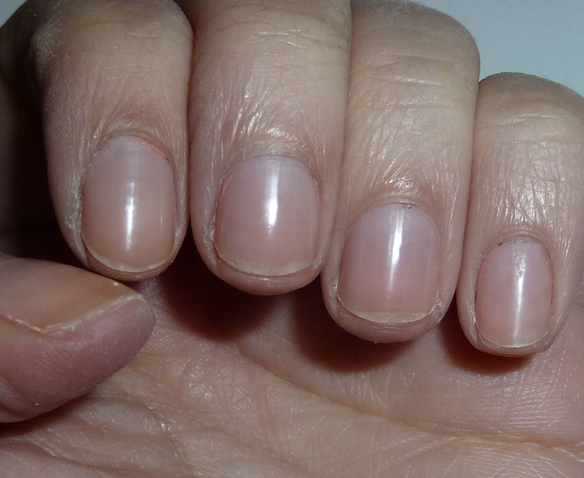 This is a good example of the length your nails should be for playing the ukulele.