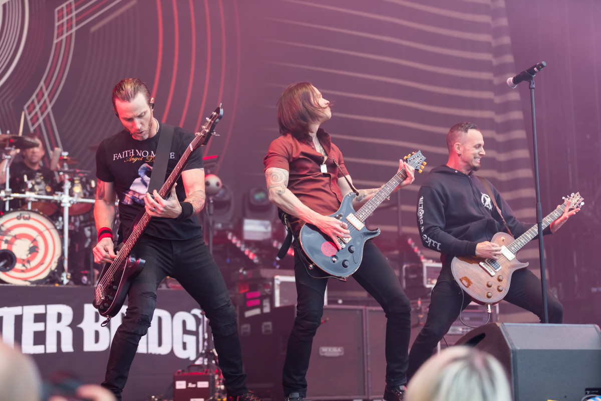 Alternative metal bands often use multiple guitarists.