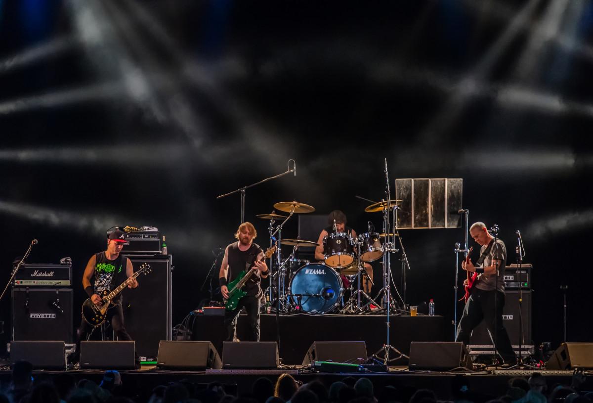 Альт-метал-группы дают невероятные концерты.