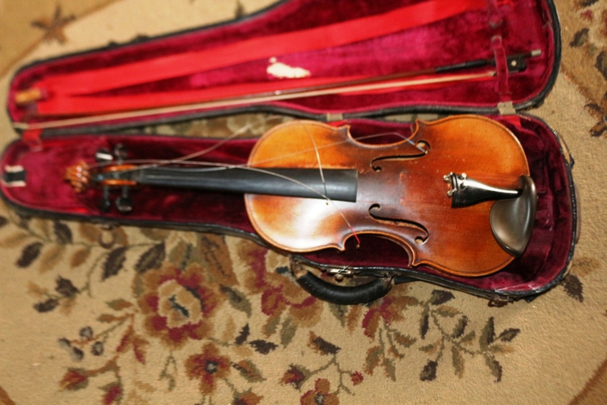 Slightly damaged John Juzek violin.
