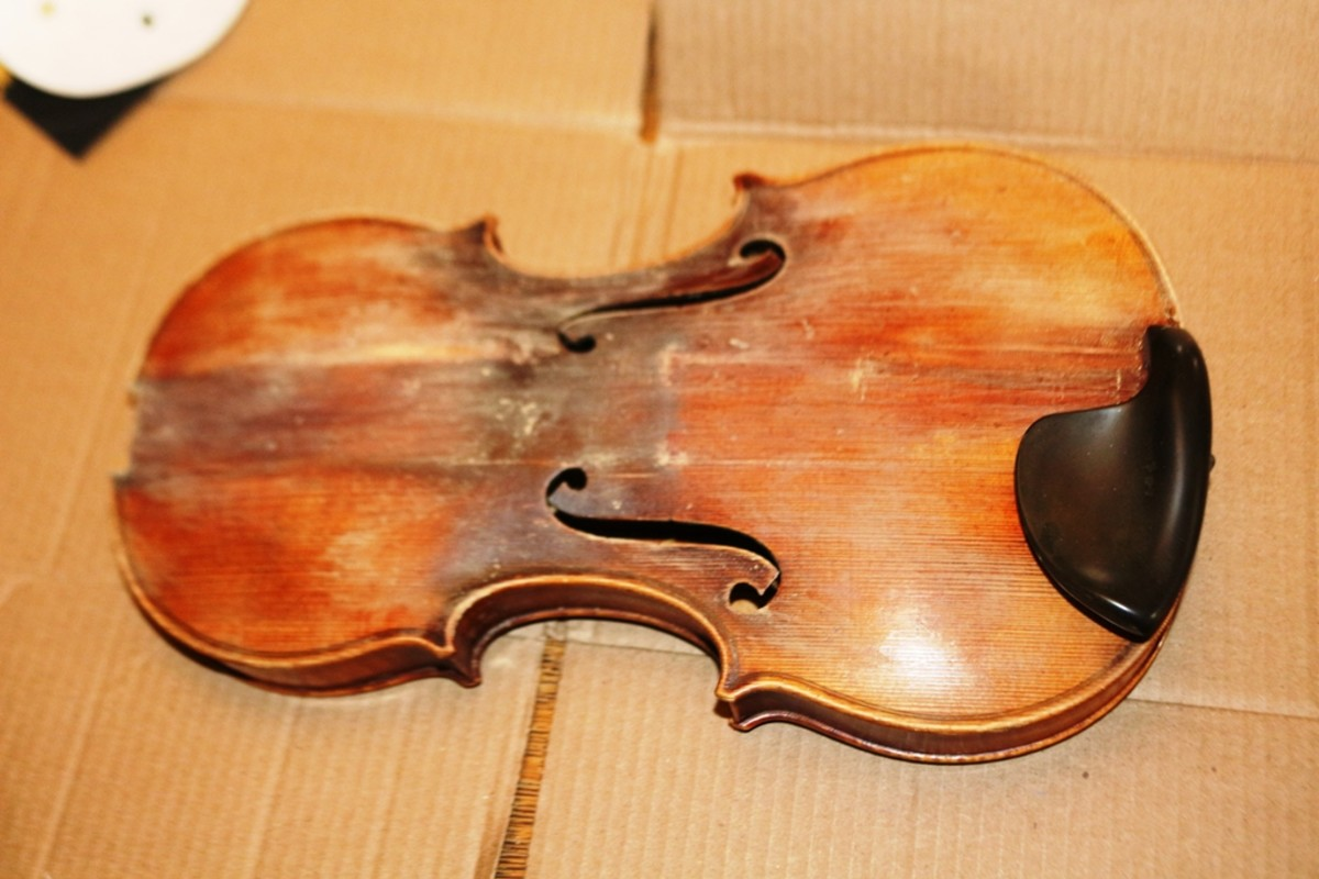 The violin's degraded finish.