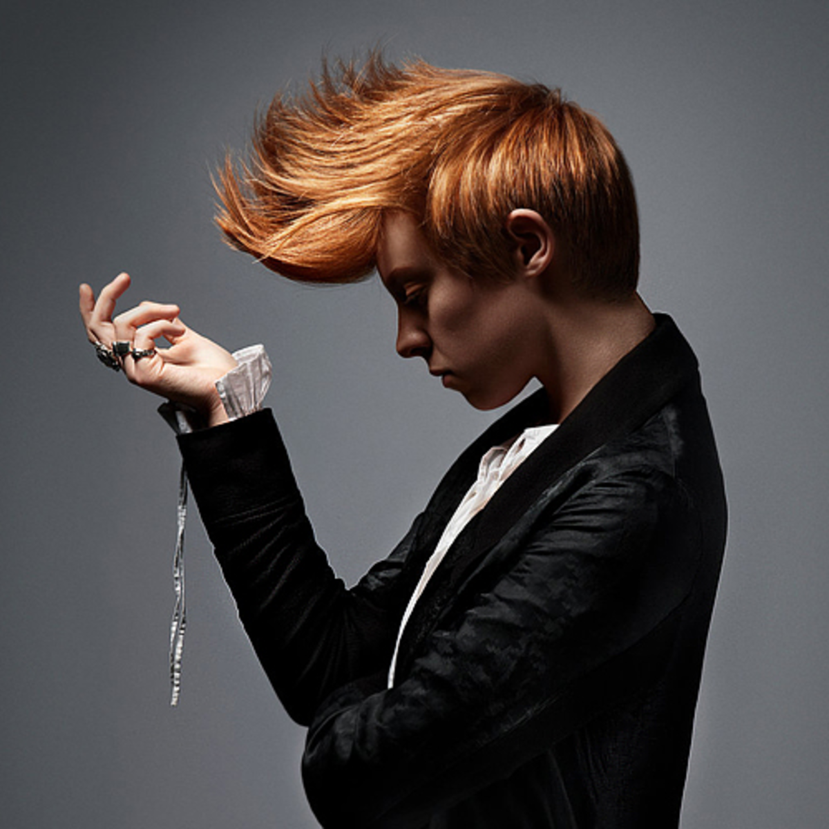 The lovely La Roux (Elly Jackson) with her larger-than-life quiff. *Heart eyes*