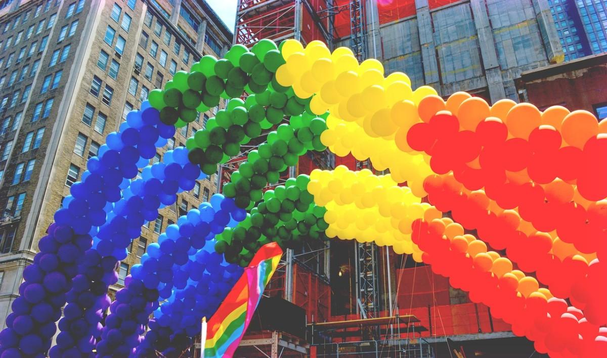 Si te ofreces como voluntario para hacer cosas de la comunidad LGBT, definitivamente conocerás a personas interesantes y responsables.