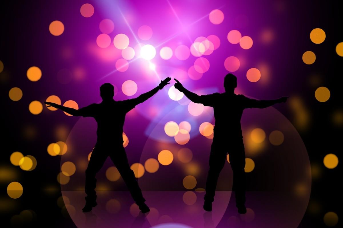 Los clubes gay pueden ser divertidos, e incluso puedes tener suerte allí, pero no son los mejores lugares para encontrar el amor de tu vida.