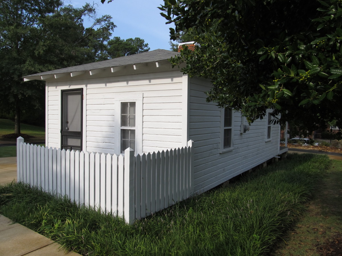 The house where Elvis was  born via Wikimedia Commons Images