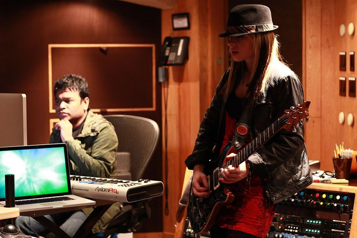 Orianthi (at right)