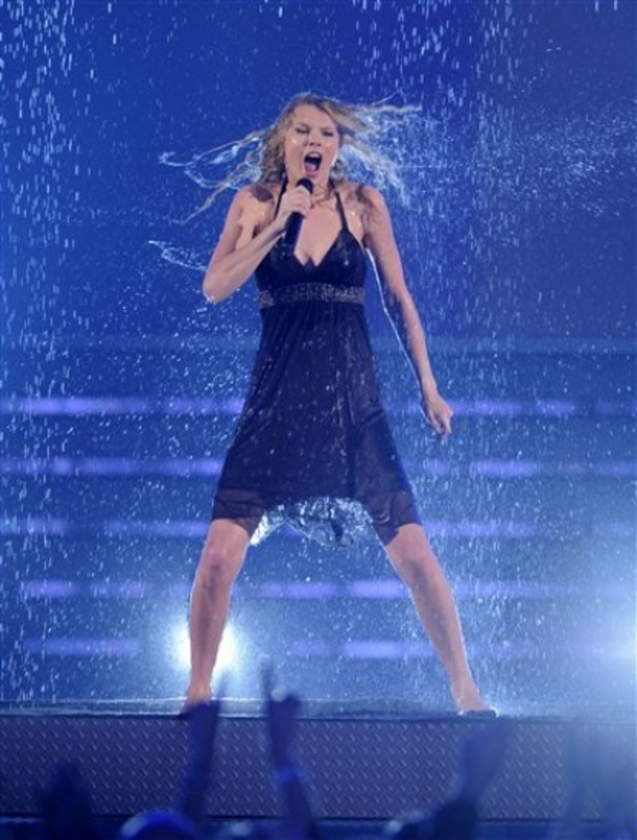 Taylor Swift - Country Music Songs About Rain