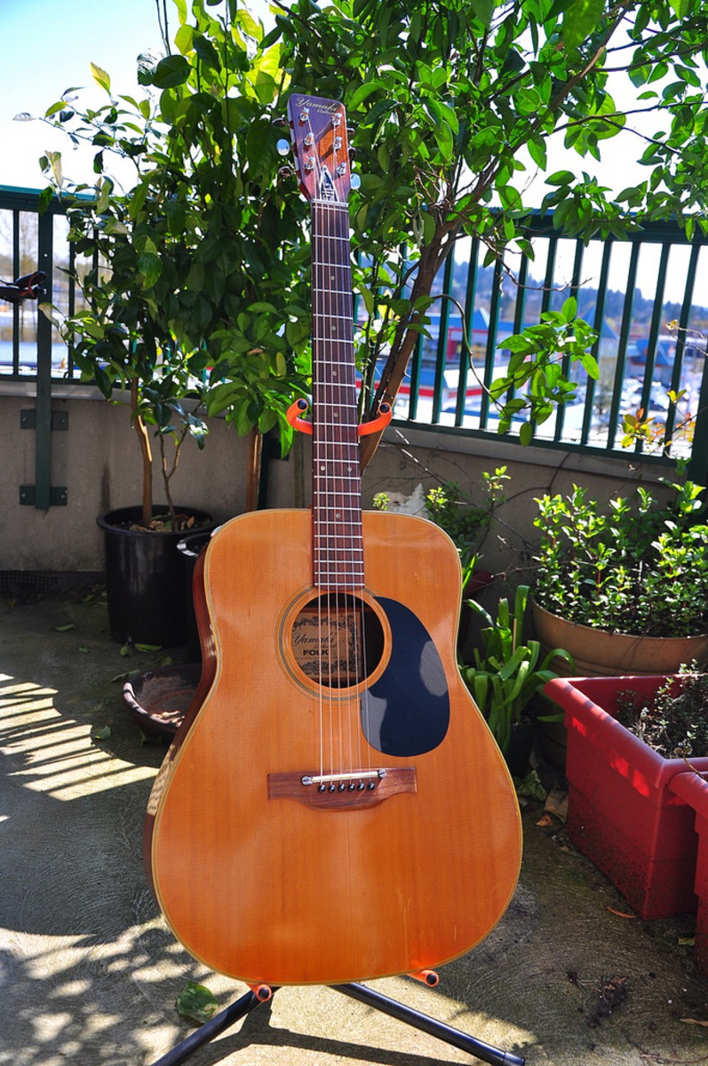 The Yamaki Deluxe Acoustic Guitar.