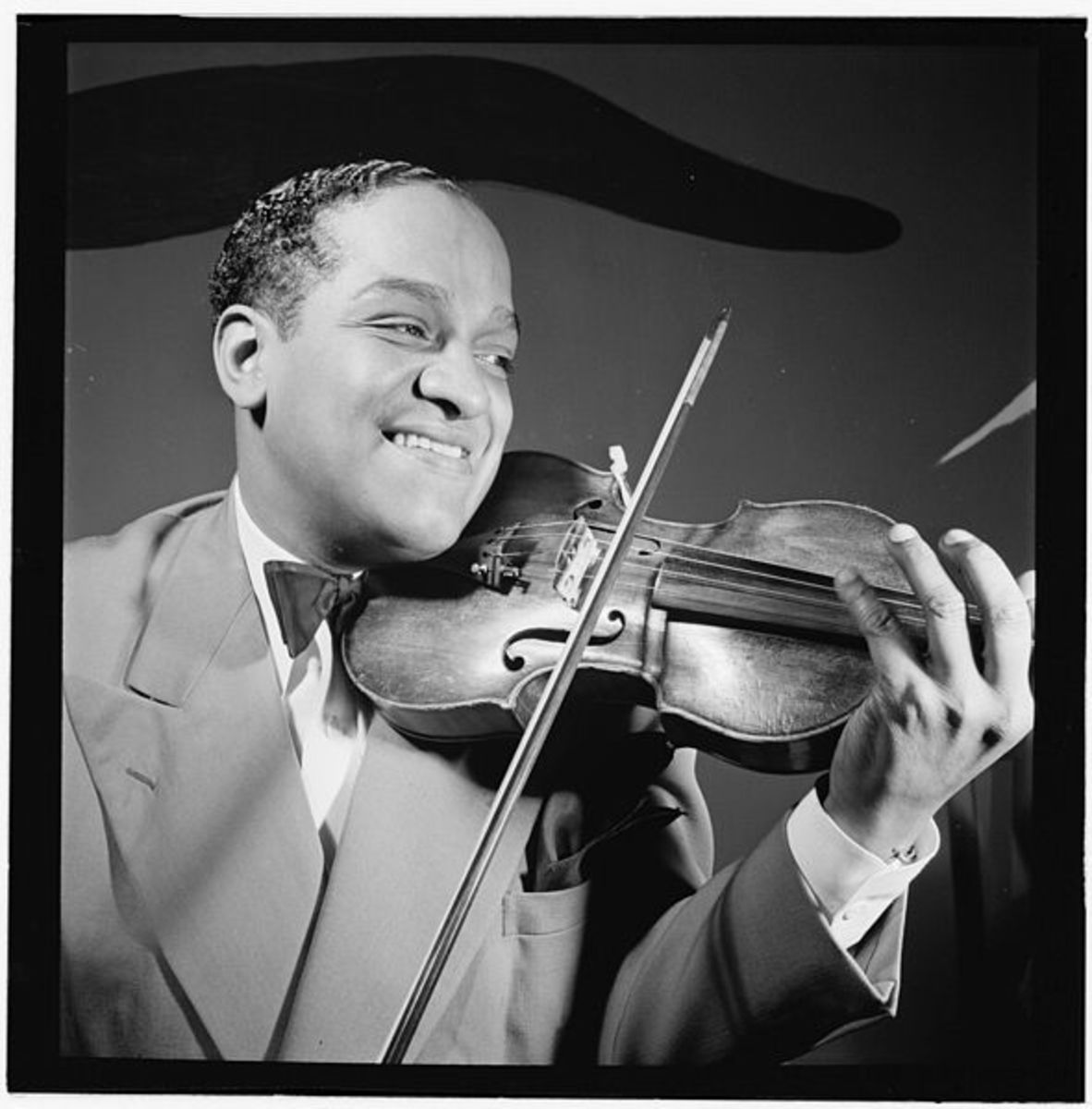Eddie South playing some violin jazz.  Eddie, like all jazz greats, knew how to keep the 'through-line' going.  Photo by William Gottlieb, courtesy Library of Congress and Wikimedia Commons.
