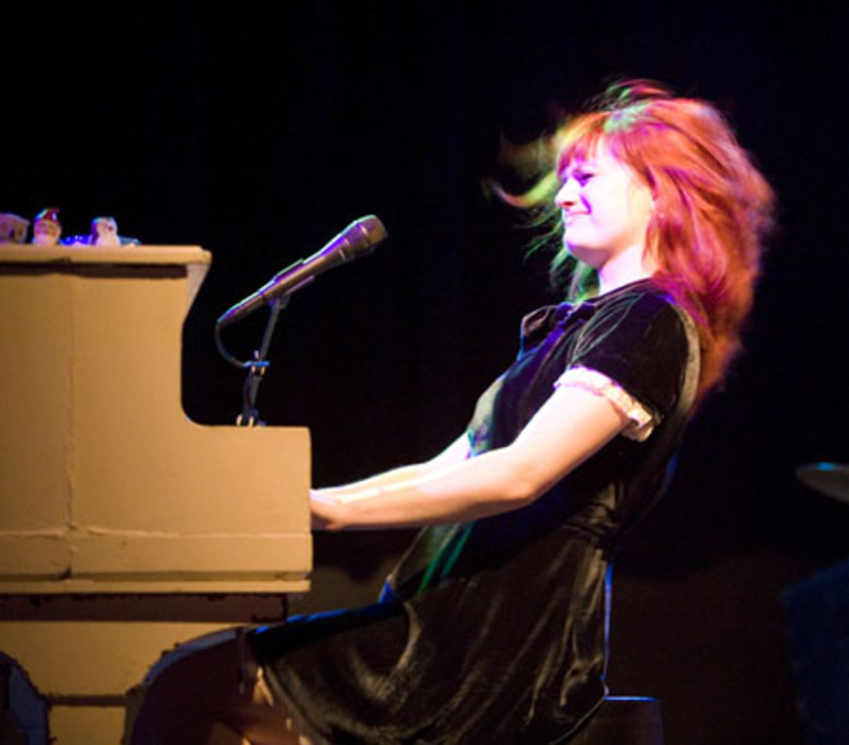 Allison Sudol rocks out on piano.  Image courtesy Btibbets and Wikipedia.