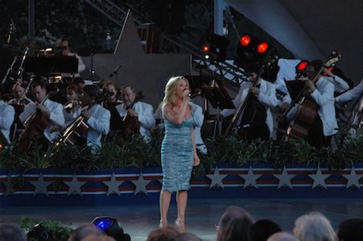 Womack performing live at the National Memorial Day Concert in Washington, DC, May 28, 2006.