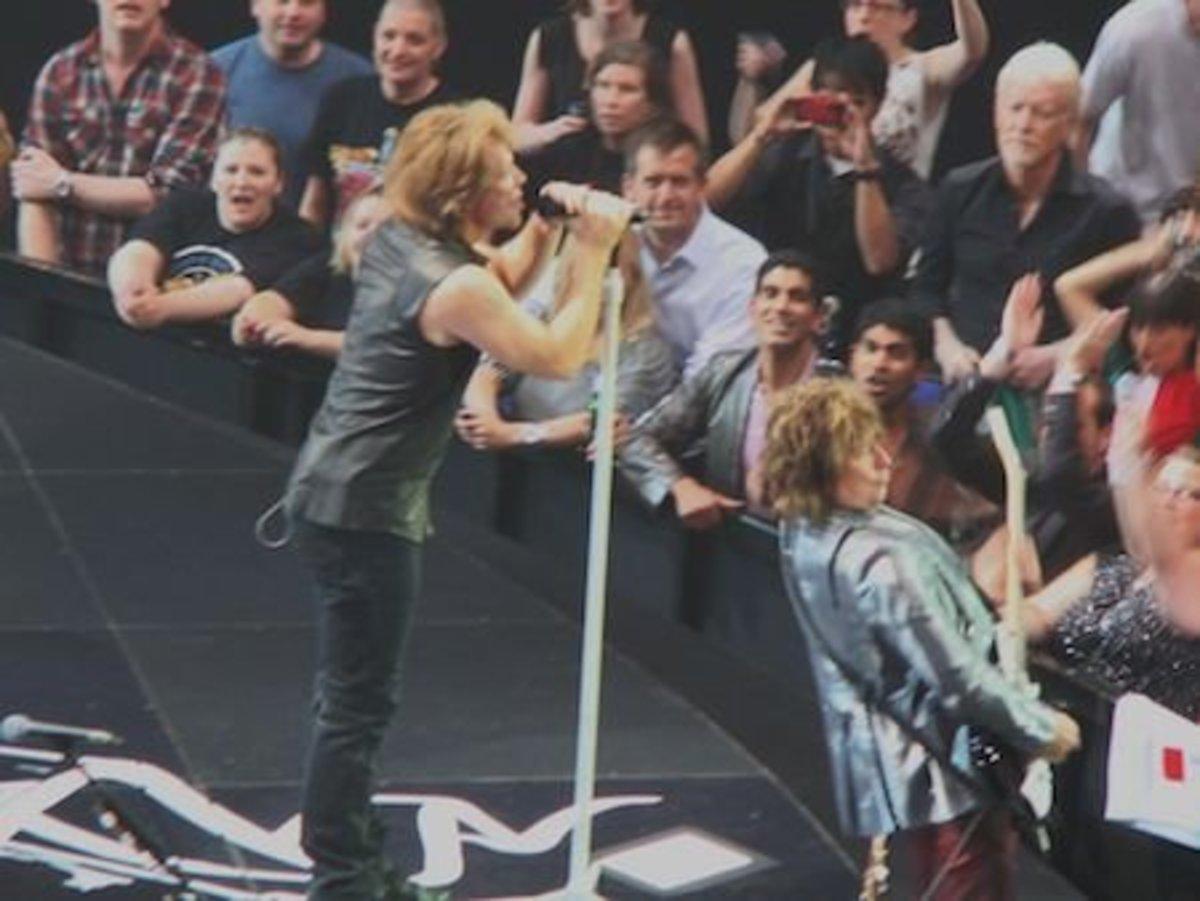 Jon Bon Jovi and Richie Sambora on stage.