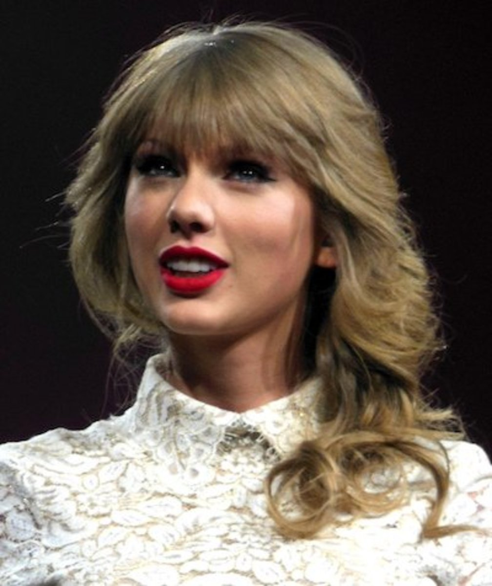 Taylor Swift smiling at the crowd.