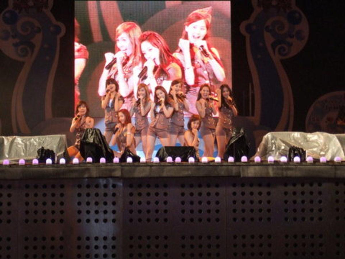 The members of Girls' Generation.