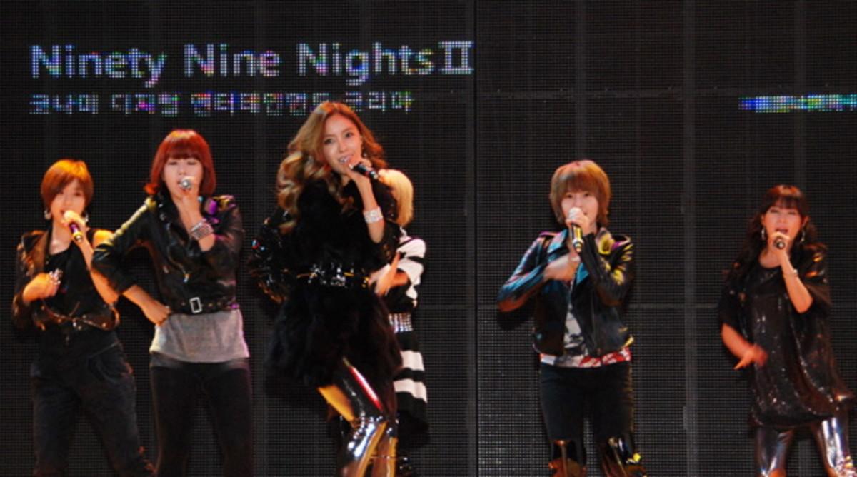 The members of T-ARA.