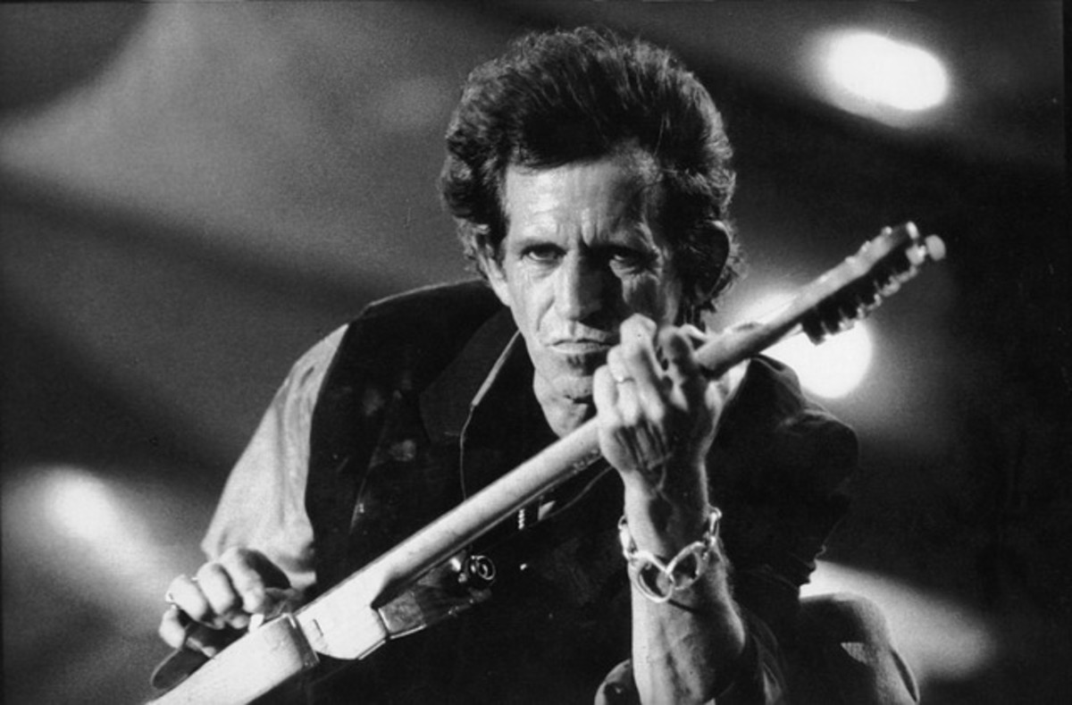 Legendary rock guitarist, Keith Richards from The Rolling Stones generally favored playing Fender Telecasters and Stratocasters. He's also played semi-hollow Gibson too, however, including a 1964 Gibson ES-345 Stereo and 1959 Black Gibson ES-355 Mono