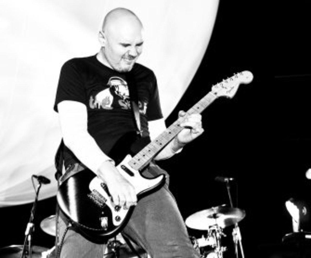 Billy Corgan playing his Fender Stratoscaster