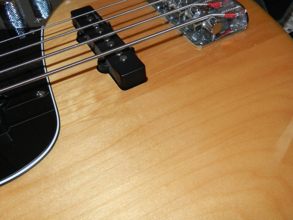 The woodgrain looks really nice for an inexpensive bass.