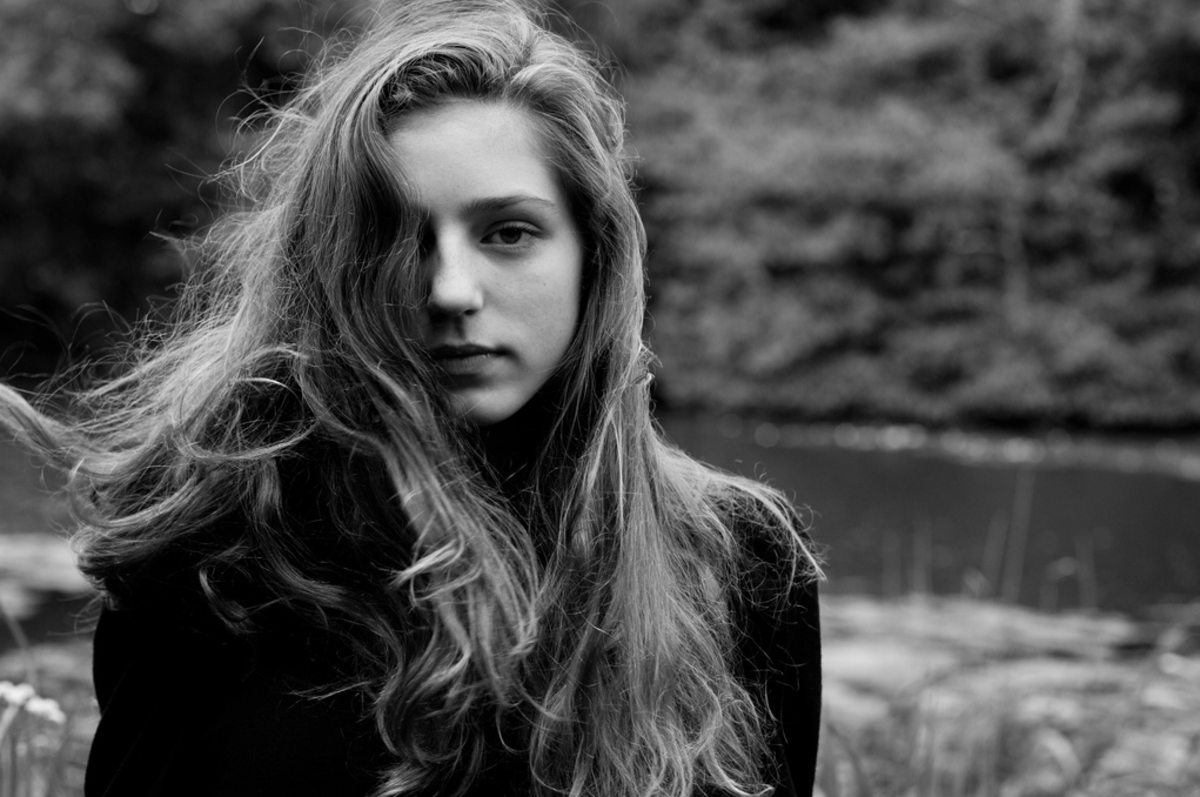 Birdy in the music video of Skinny Love