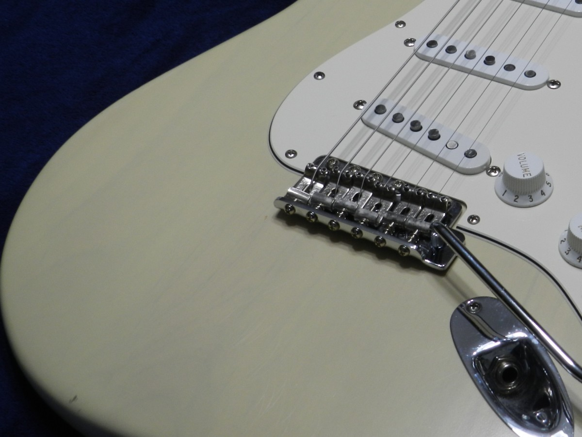 A vintage-style tremolo bridge on a Fender Stratocaster