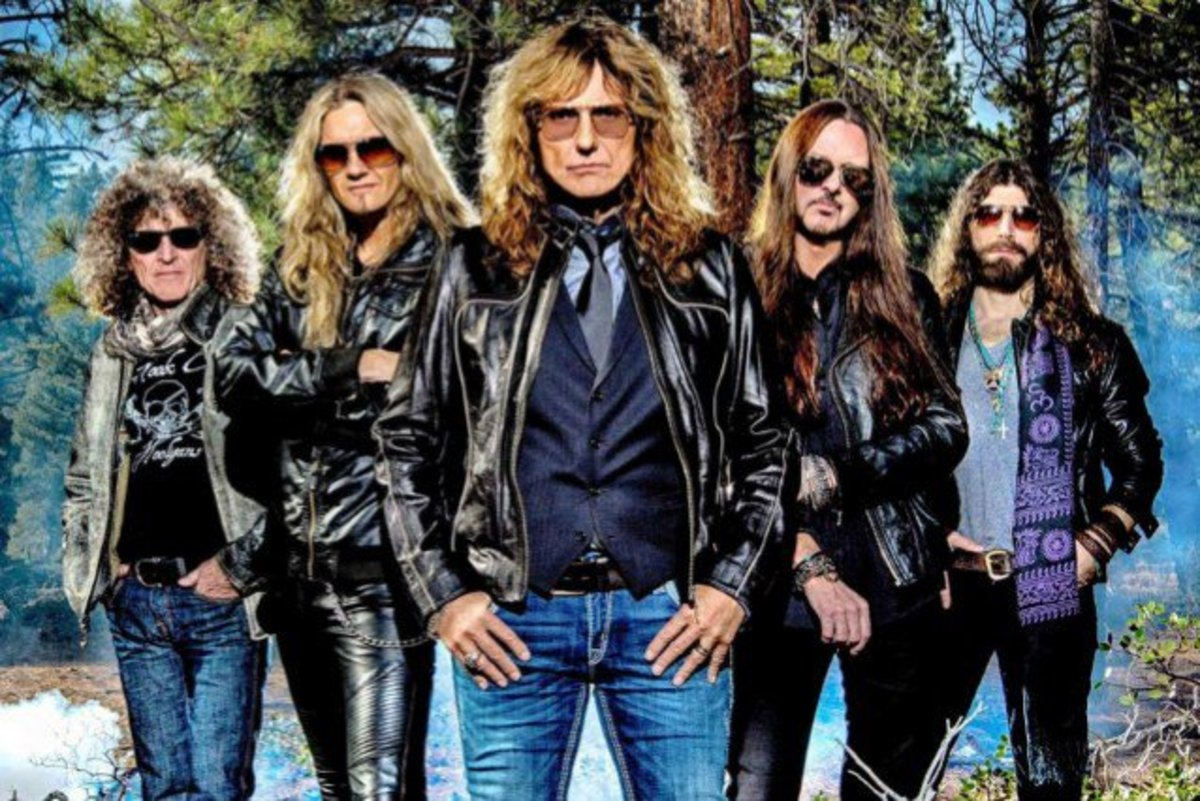 Whitesnake 2015, L-R:Tommy Aldridge (drums), Joel Hoekstra (gtr), David Coverdale (vocals), Reb Beach (gtr), Michael Devin (bass)