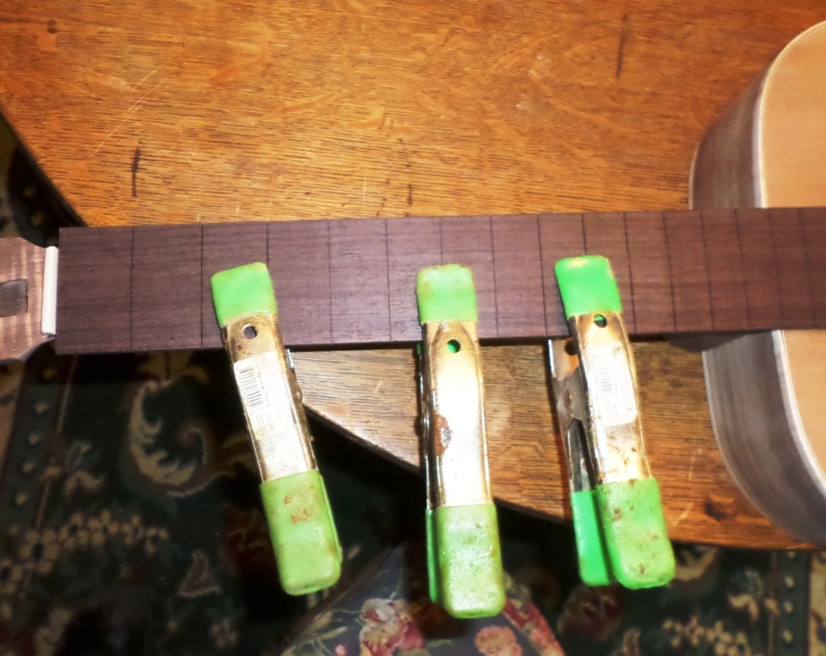Clamping the fret board to the neck for tracing.