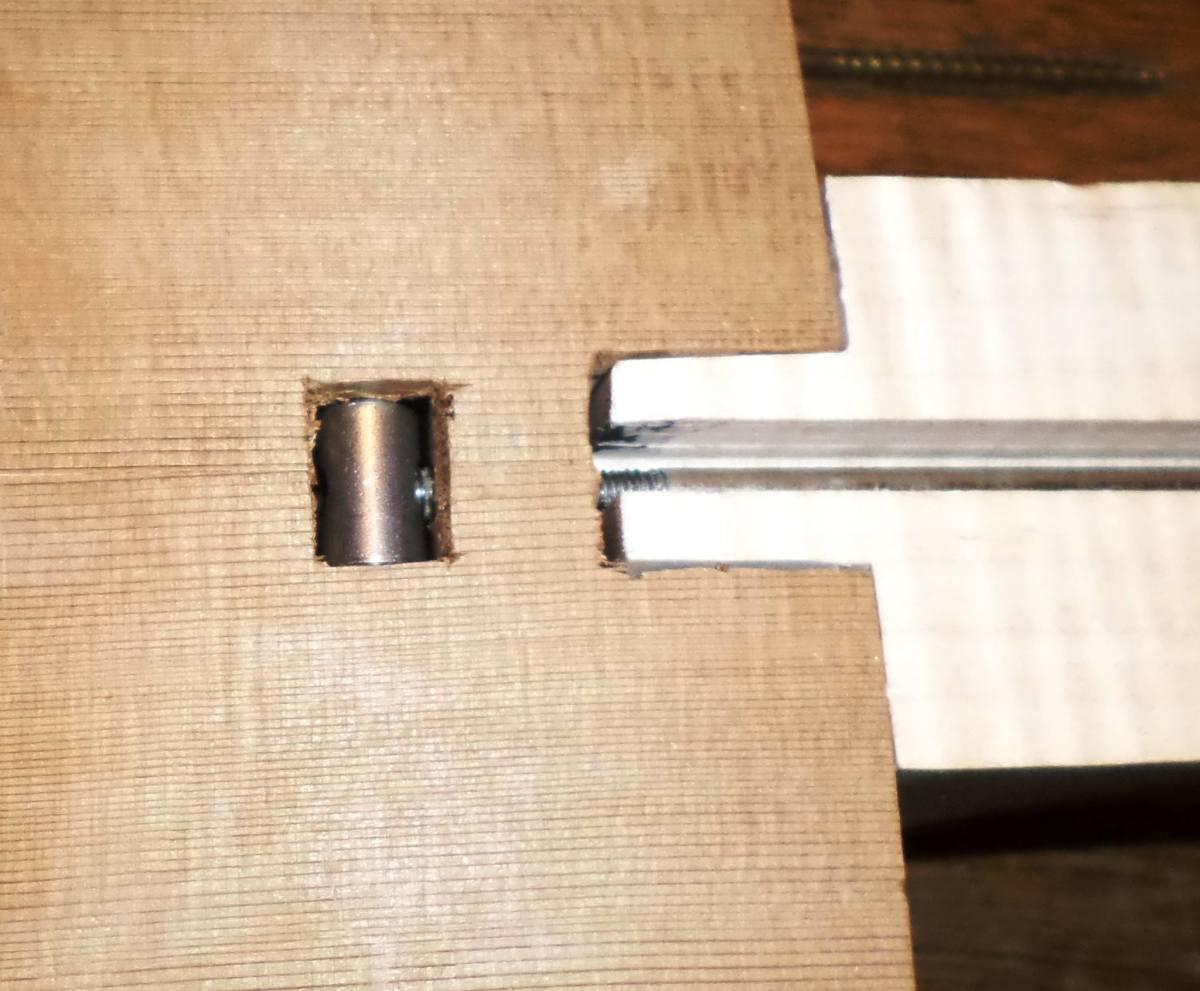 Atypical truss/rod nut arrangement.