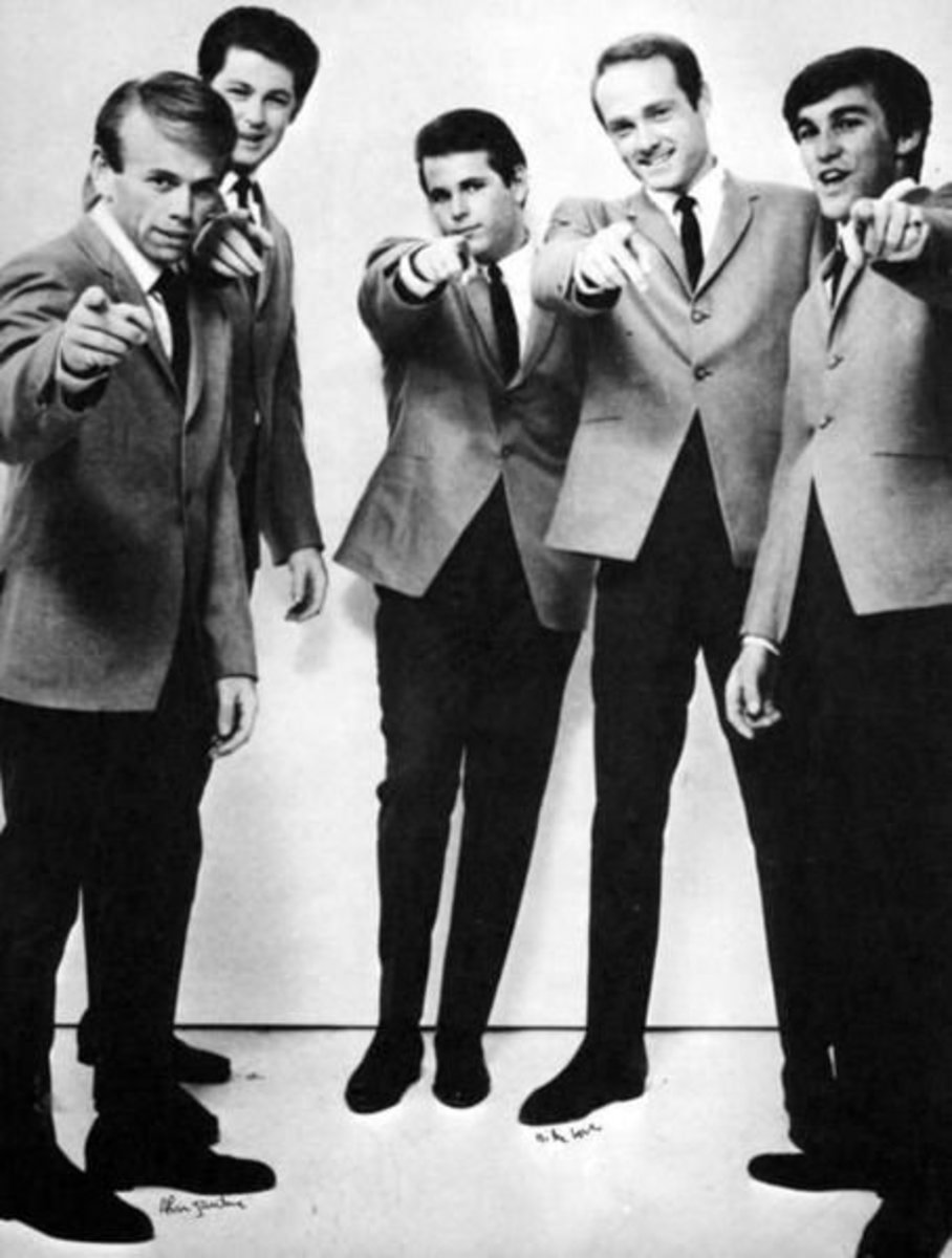 Glen Campbell played guitar and sang with The Beach Boys for a short period of time in the mid-1960s after Brian Wilson began suffering from some mental health problems.