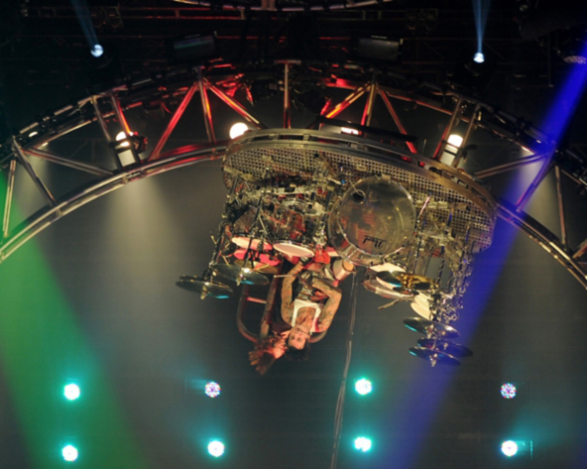Motley Crue's Tommy Lee stuck while playing upside-down