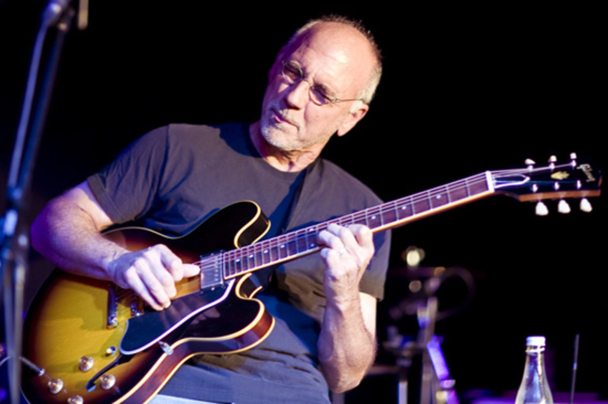 Jazz Master Larry Carlton with a Gibson ES-335