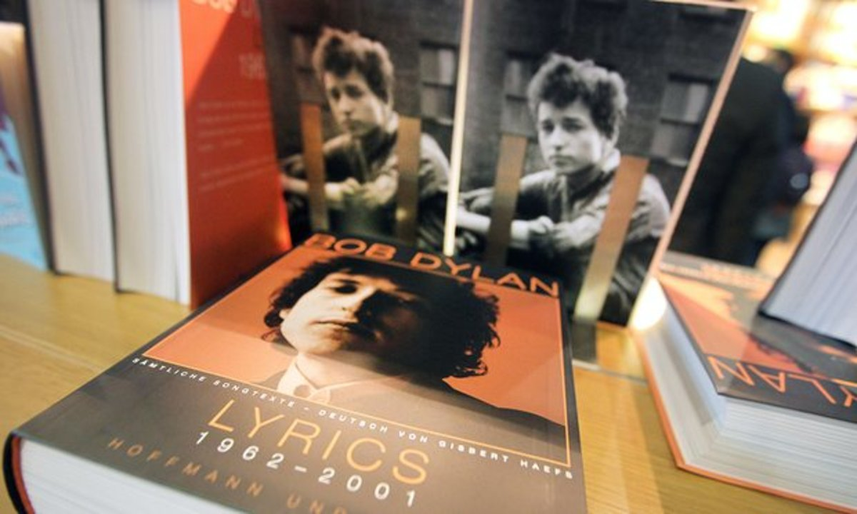 Does a book of Dylan's complete lyrics validate his receiving the prestigious award?