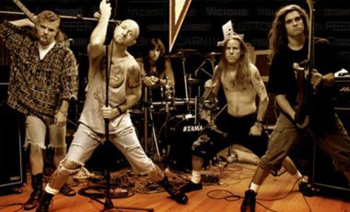 Fight, L-R: Brian Tilse (gtr), Rob Halford (vox), Scott Travis (drums), Jay Jay (bass), Russ Parrish (gtr)