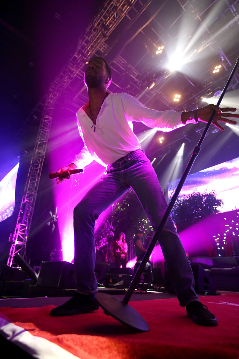 kid cudi concert review Tv reviews festival reviews concert reviews kid cudi – passion, pain & demon slayin kid cudi starts strong with the hypnotizing thump and brutal honesty.