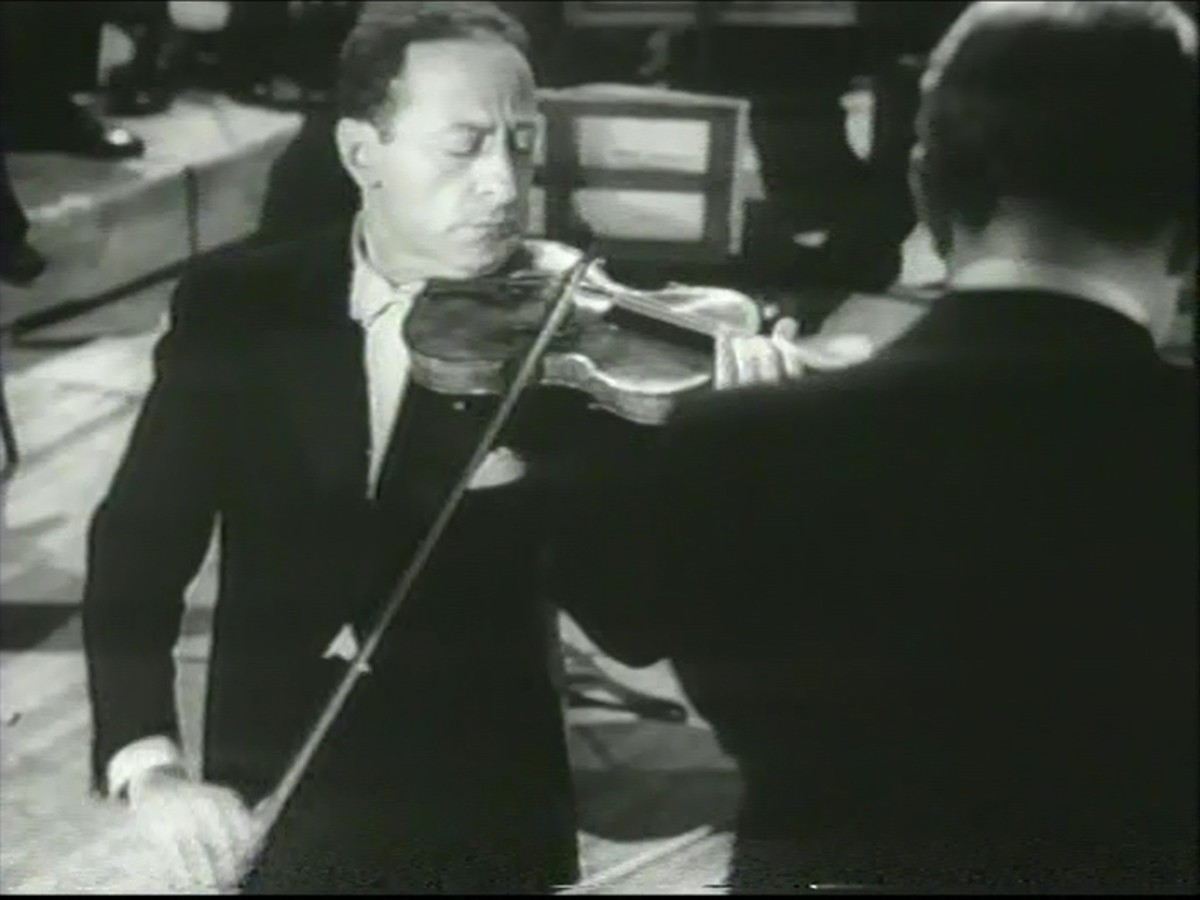 Heifetz playing at Carnegie Hall in 1947.