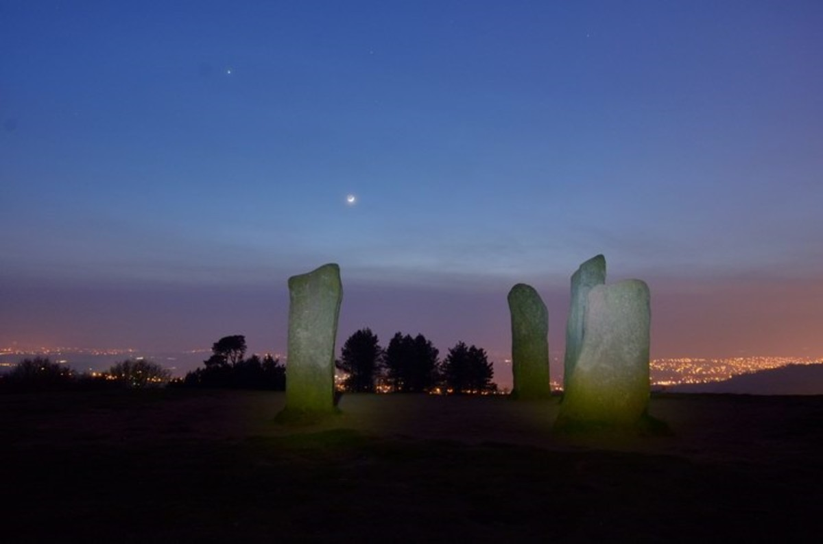 The Four Stones during the day's gloaming.