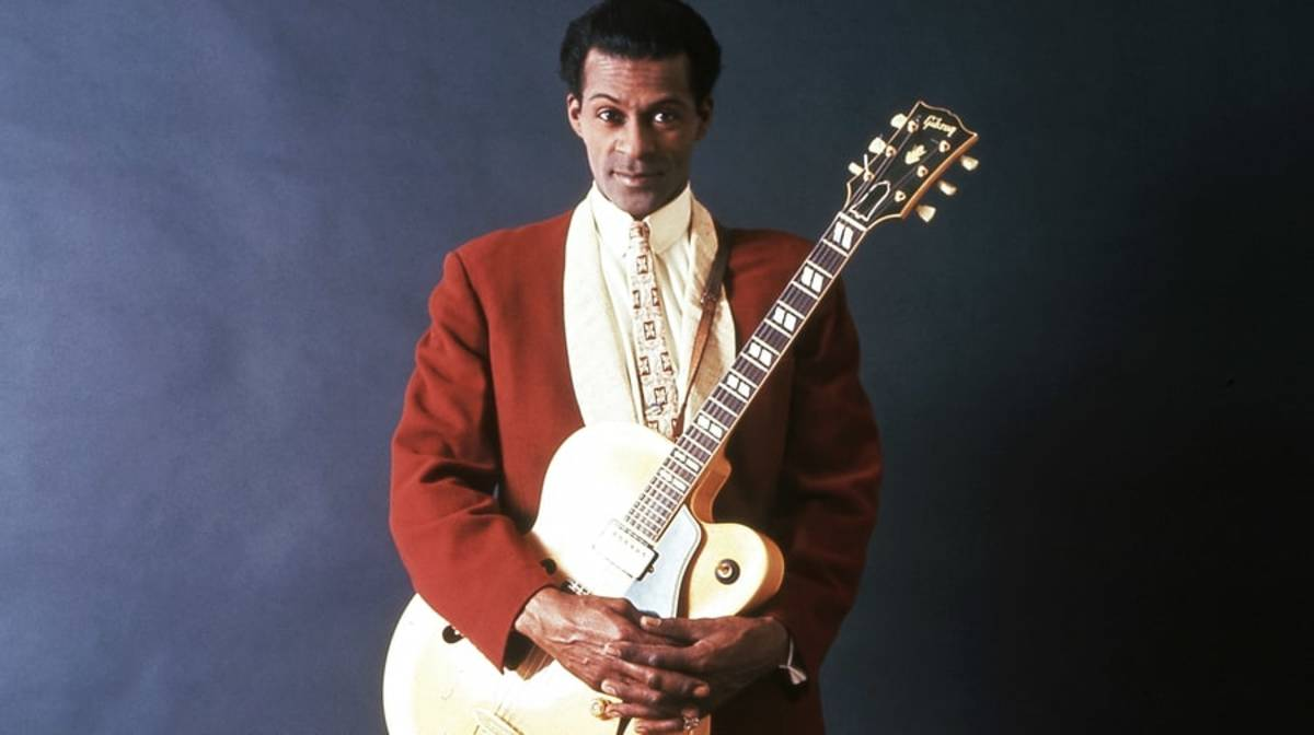 he-could-play-a-guitar-like-ringing-a-bell-what-chuck-berry-dis-for-american-music