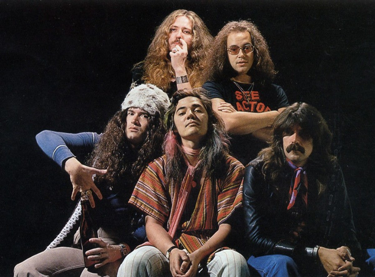 Deep Purple with Tommy Bolin (bottom row center)