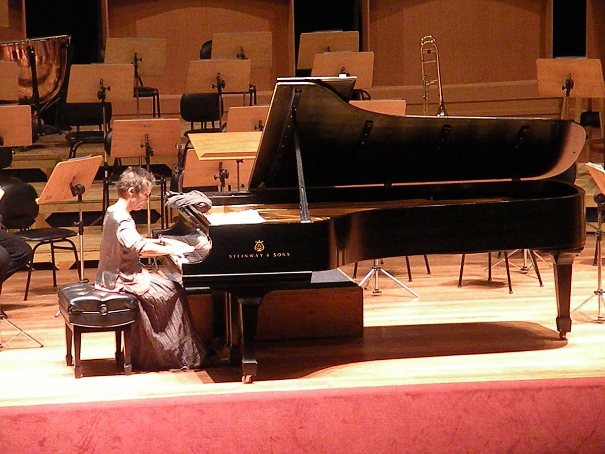 10 Great Female Pianists | Spinditty