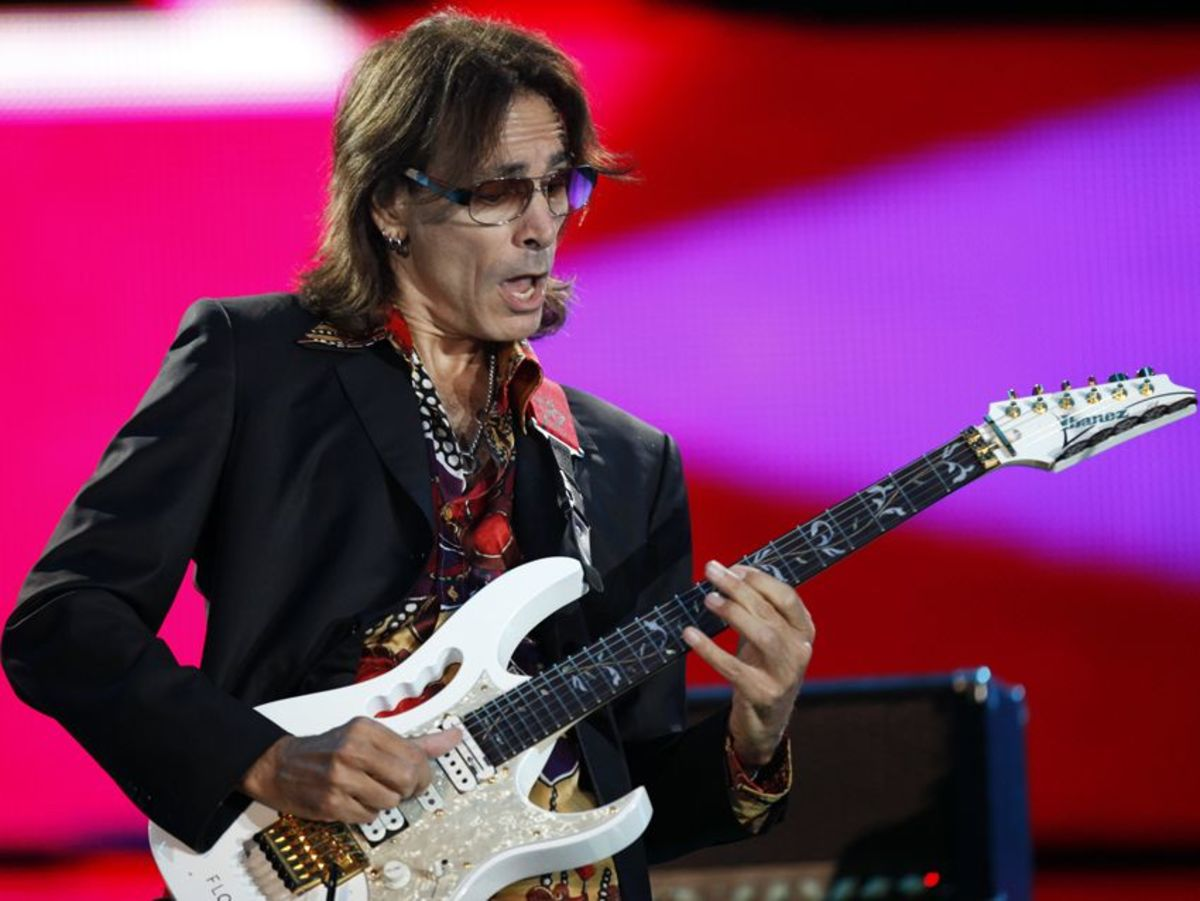 Steve Vai and his Ibanez JEM77.