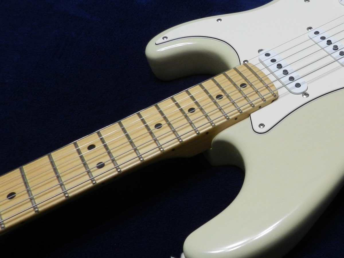 The one-piece maple neck and fingerboard is very comfortable to play.