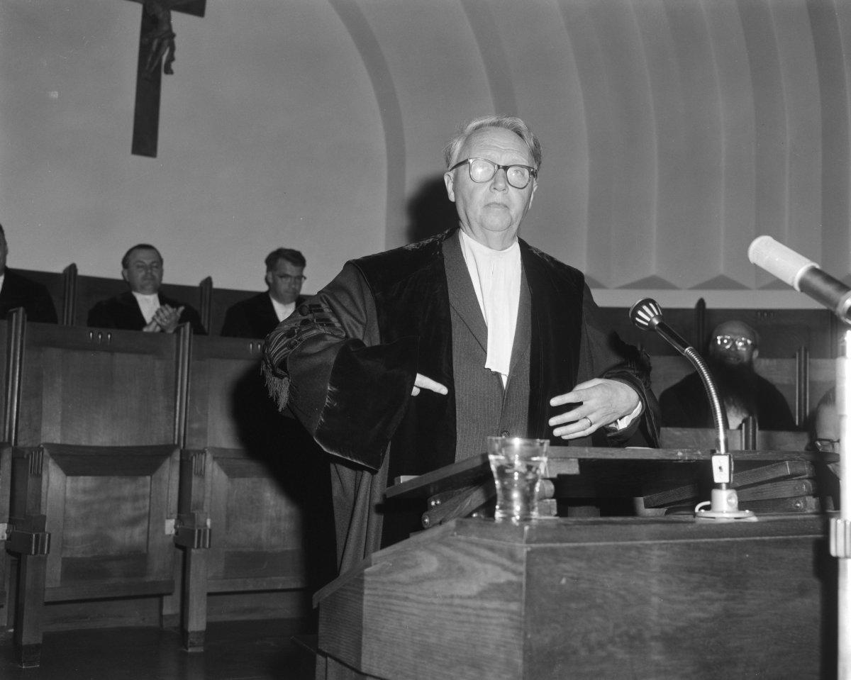 Photo of Andriessen in 1963, taken at the University of Neimagen, The Netherlands