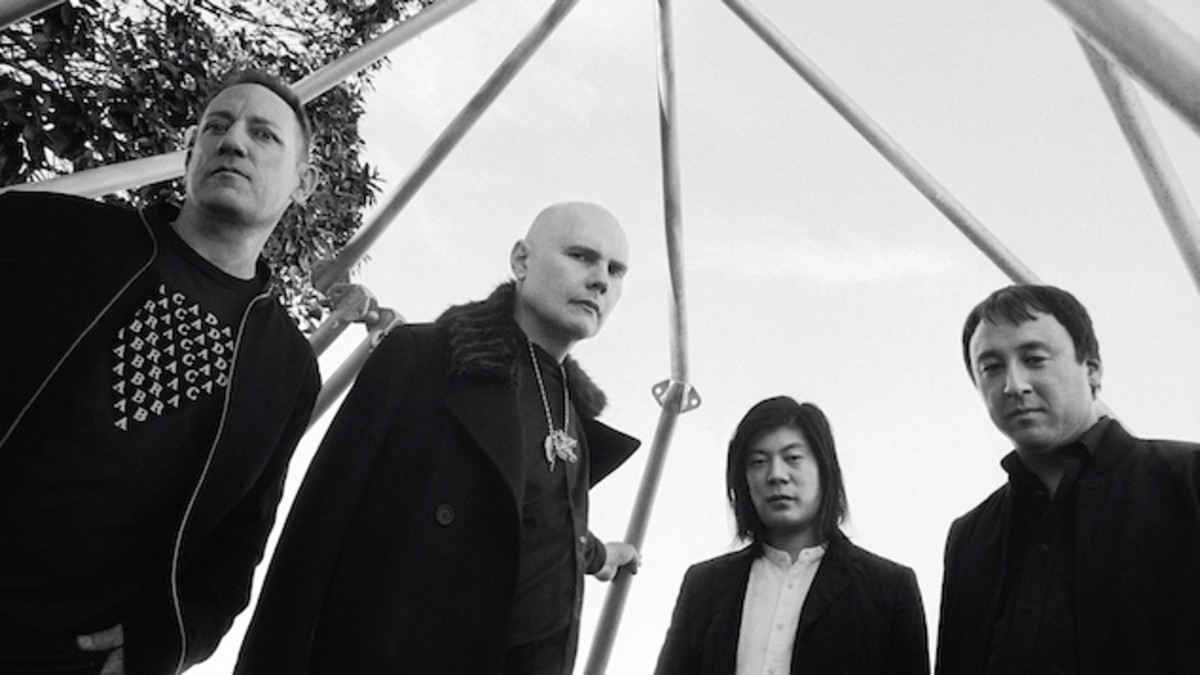 smashing-pumpkins-shiny-and-oh-so-bright-vol1-is-actually-kind-of-dull